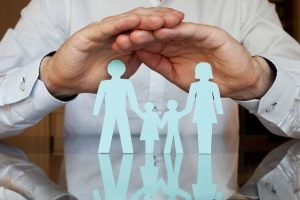silhouette of a family where the father has aggregate stop loss policies for his familys health insurance plans